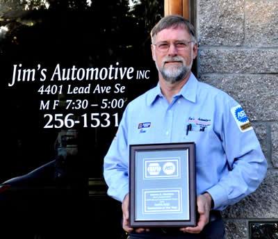 Jim wins service exellence award